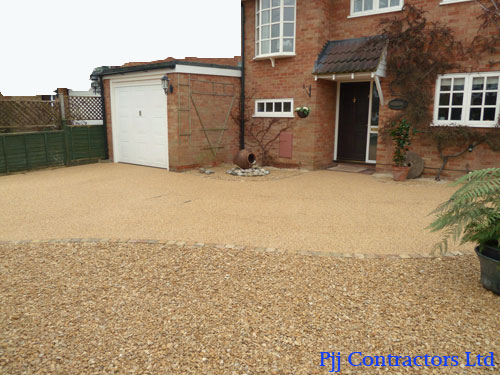 The finished driveway photos of the new resin bound paving driveway in Cheltenham