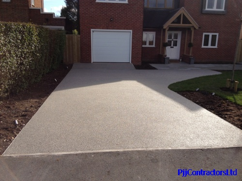 New resin bound drive in Worcestershire by PJJ Contractors Ltd Ronacrete approved Sureset approved driveway installer UK