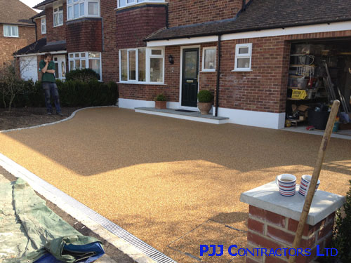 Kent a Ronacrete concrete resin bound paving drive is installed